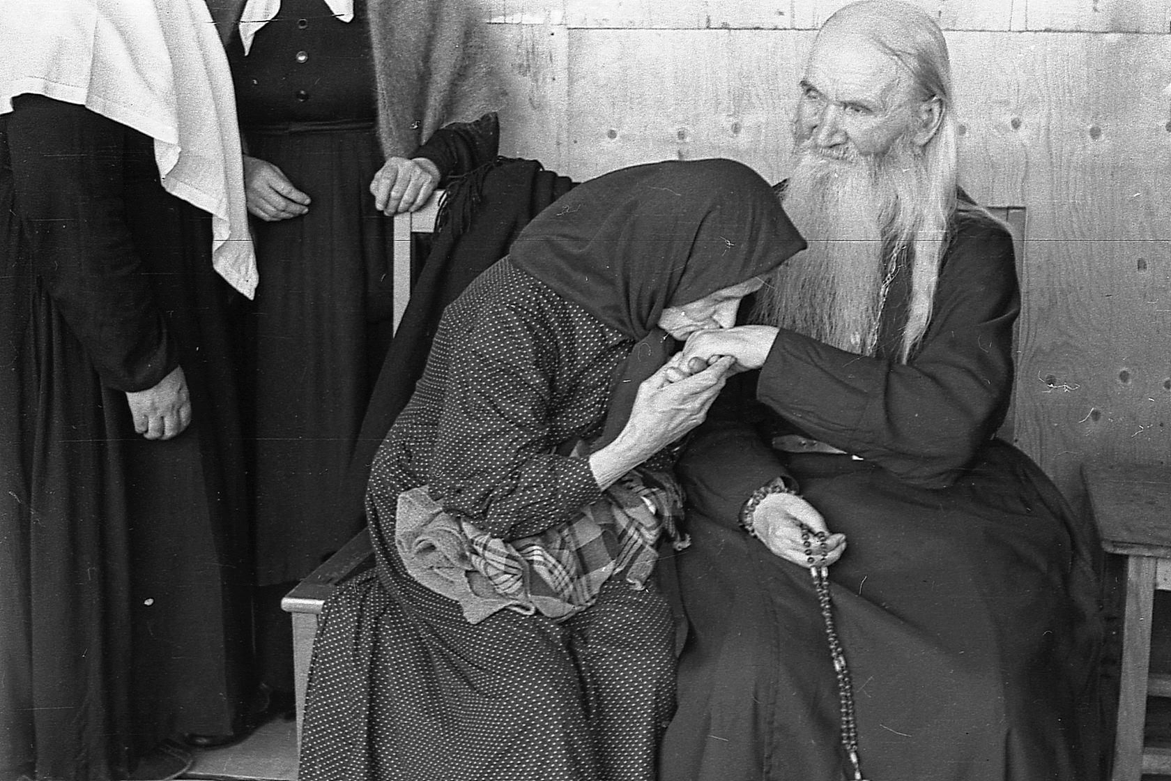 Преподобный Севастиан с сестрами возле храма